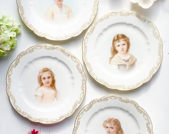 Antique Set of 4 Sevres 1901 Hand Painted Plates: Antique Plates