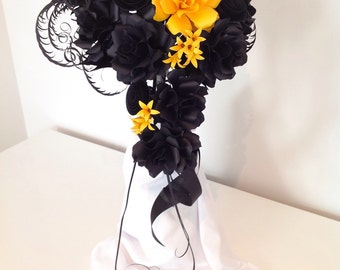 Cascade Bouquet in Black