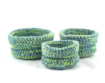 Set de trois paniers gigognes faits au crochet Bisofa - Vert et bleu - Paniers en laine