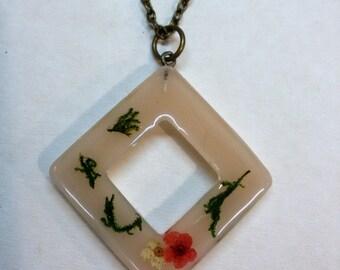 Real flower necklace - plant resin - Floral pendant - real plant - flower jewelry - petal jewelry - pendant botanical - floral - trend