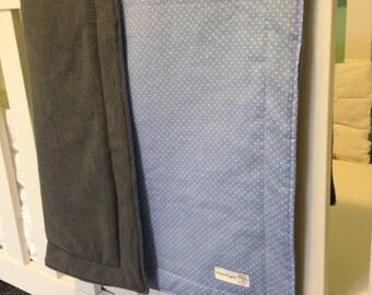 Dekentje#blau catoen met stippen#licht grijs fleece#