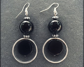 Black and round earrings