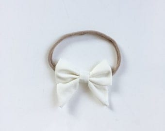 "Baby headband with bow * large hair bow ""Louisa"" Offwhite"