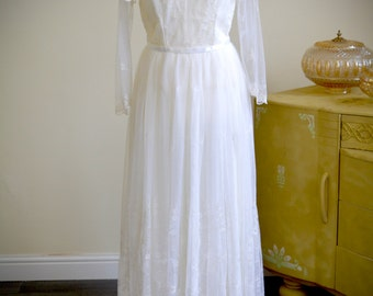Beautiful white lace 1980s vintage wedding dress, delicate sparkly embroidered lace,