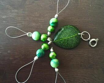 Woodland Green Snagless Stitch Markers and Progress Tracker