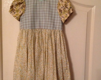 Girls' cotton dress in vintage and retro cotton fabrics. Age 4 to 5 years