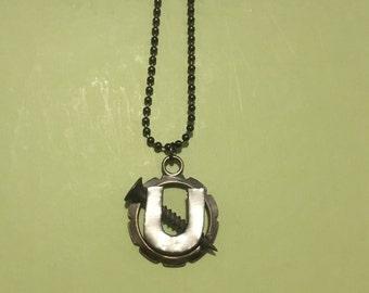 Screw U necklace