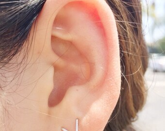 Faux double piercing ear jacket / floating V / sterling silver