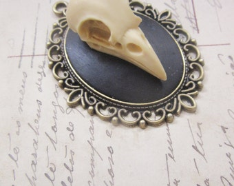 Resin skull Cameo necklace cameo bronze bird-dark gothic steampunk-30 x 40 mm with chain
