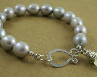 Grey Fresh Water Pearl And Chalcedony Bracelet