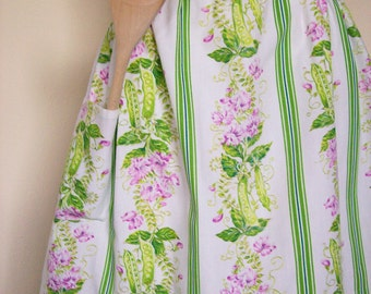 Vintage Half Apron Green & Pink Floral Pea Vines Cottage Garden Party Hostess Dining