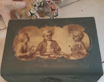 Victorian Celluloid Green Collar Box Silk Lining Old Shabby