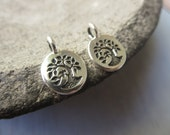 Small tree pewter charm , Round coin , Antiqued Silver plated accent drop pendant, metal casting  made in Usa 4 pcs / 6aT-2454-12