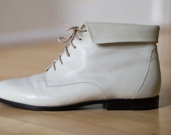 Vintage 90s White Leather Lace up Ankle Booties // DEADSTOCK Grunge Pixie Granny Boots Size 8M