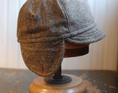 Flapjack M: winter earflap hat in light brown wool tweed