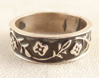 Vintage Size 9 Flowers and Vines Sterling Band Ring