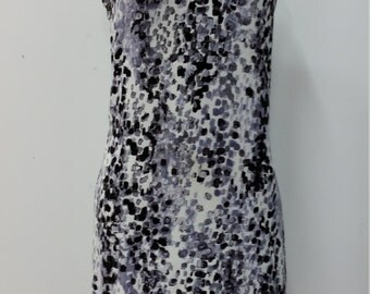 Semi-fitted shift dress, gray, white and black leopard pattern, comfortable jersey