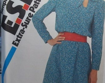 Easy Misses' Retro 80's Flared Dress Sewing Pattern, Simplicity 5765  Dress with Long Sleeves and Keyhole Neckline Plus Size 16 - 20 Destash