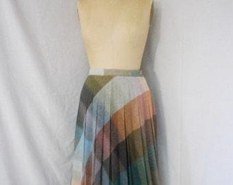 CLOSING SALE Vintage 1970s plaid pleated wool skirt. Medium. Boston Traveler
