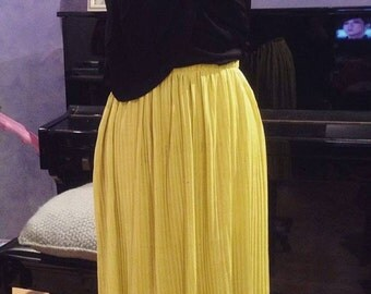 Golden yellow pleated Midi skirt Size M