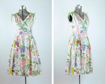 In Bloom dress // 50s floral cotton dress // 1950s day dress // vintage sundress // small