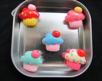 Cupcake Magnet Set in a gift tin, strong magnets each holds 10 papers easily to fridge #560