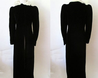 Stunning 1930's Formal Black Silk Velvet Evening Coat with White Fur Collar Old Hollywood Glamour Starlet Vixen Pinup Girl Size-Medium