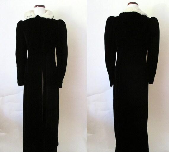 Stunning 1930's Formal Black Silk Velvet Evening Coat with White Fur Collar Old Hollywood Glamour Starlet Vixen Pinup Girl Size-Medium