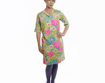 Vintage 60's lightweight shirt dress, bright painterly floral pattern, 1/2 length sleeves - Medium