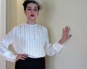 Vintage 1940s Blouse in Ivory Rayon Crepe, Pleats and Lace / 40s Long Sleeved Shirt with Button Down Back / Large