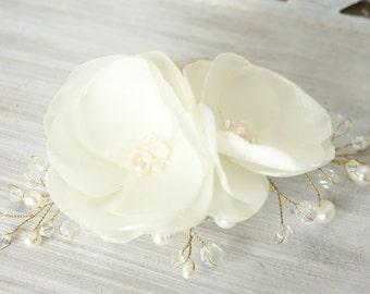 Ivory flower comb, wedding hair accessories, ivory flower with pearls