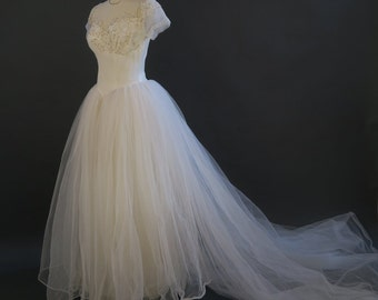 1950s Fairy Tale Wedding Dress / Vintage Princess Bridal