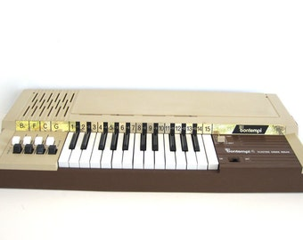 Magnus Electronic Chord Organ Model 391 With By