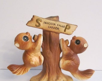 Small Pair of Brown Woodland Squirrel Salt and Pepper Shakers - Niagara Falls Canada Souvenir - Ceramic Bright Eyed Creatures