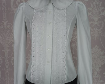 Blouse made in cotton with a Peter Pan collar and broderie anglais trim