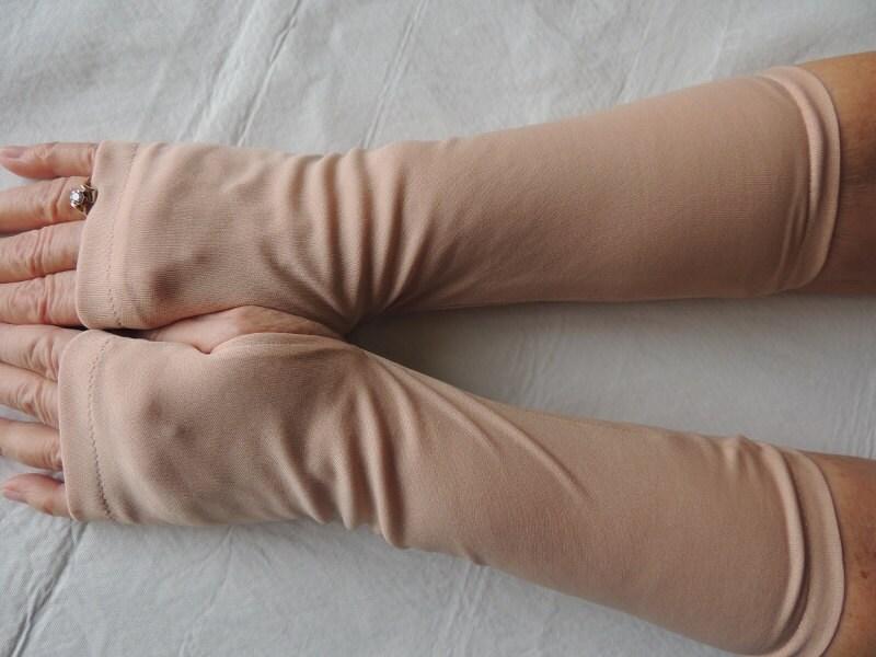 Chair couleur gants mitaines couleur de peau textos gants for Skin tone tattoo cover up