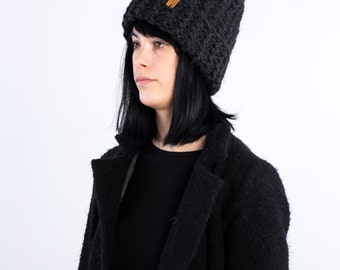 The faux-Ribs beanie (in Black Charcoal) with optional fur Pompon