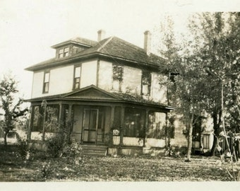 "Vintage Photo ""The Ole' Homestead"" House Home Decor Snapshot Antique Photo Old Black & White Photograph Found Paper Ephemera Vernacular - 74"
