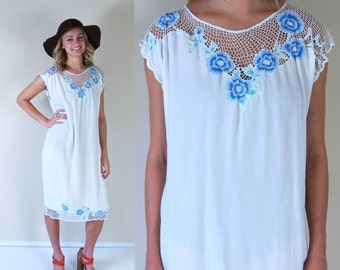 vtg 70s WHITE cut out Crochet MINI DRESS tent Med/Large fishnet blue floral Bali cutwork gypsy festival hippie sheer sun boho