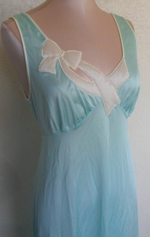 Vintage Vanity Fair Nightgown 106
