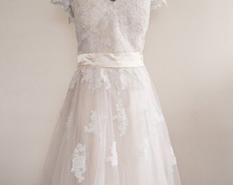 The Lilla lace wedding gown