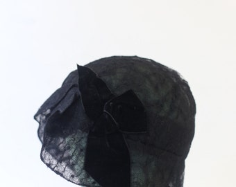 Black Lace Cloche. - Early Victorian Flapper Hat. // SM. MED. 21, 22 inches.