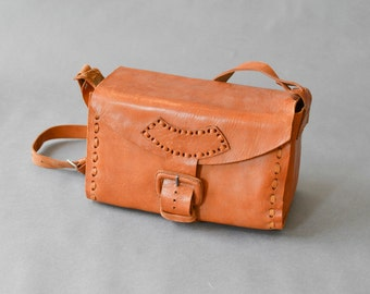 Vintage saddle bag hand bag purse leather satchel 70s bag hippie bag boho bag 67