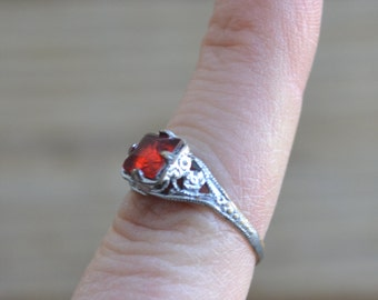 Gorgeous antique Edwardian art deco rhodium plate filigree ring with red paste rhinestone / uncas / KLGFUY