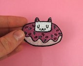 Donut cat embroidered patch - Iron on patch - sew on patch - cat patch - cat iron on patch - I like cats - donut patch - cat gift - cats