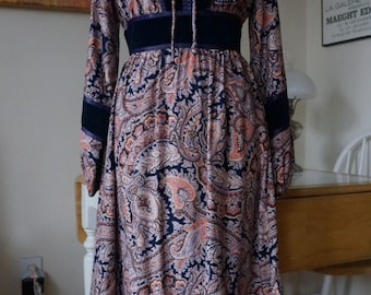 Vintage 1970s Ragtime Dress / 1970s Dress Boho Dress Peasant Dress Paisley Dress w/ Velvet Trim / Balloon Sleeves Ruffled Hem / M ML