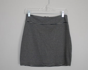Bodycon Striped Skirt with Zipper in Back // Size Medium