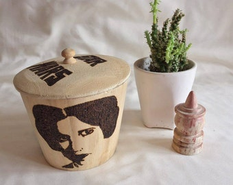 Wooden pyrography star wars storage pot illustrated with princess Leia, Hans Solo and Luke Skywalker