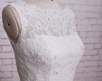 Beaded Lace Bodice Wedding Dress with Tulle Skirt Sleeveless A-line Wedding Dress Sheer Lace Back Bridal Gown with Cathedral Train