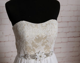 Semi Sweetheart Neckline Wedding Dress Ivory A-line Bridal Gown with Chiffon Skirt Lace Bodice Wedding Dress with Beading Sash
